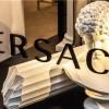 9条要闻   巴黎香街奢侈品店再遭打砸;Versace亏损近1亿;